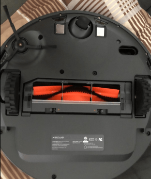 Roborock E25 Robot Vacuum Cleaner bottom view